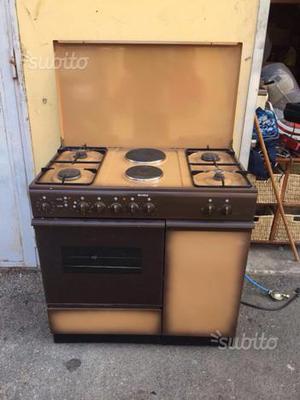 Cucina a 4 fuochi a gas posot class for Fornello elettrico ikea