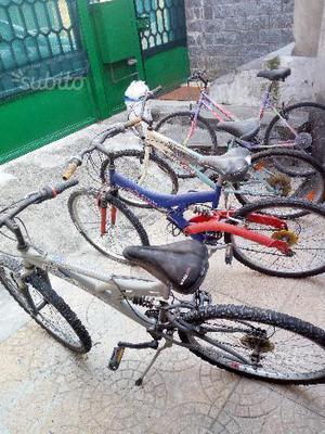 5 biciclette in blocco + ricambi vari
