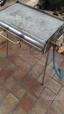 Barbecue in acciaio inox con piastra pietra ollare