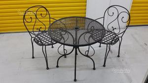 Tavolo da giardino con due sedie in ferro battuto