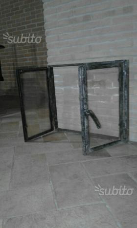 Telaio in ferro pieno e porte con vetro ceramico