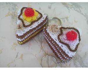 Portachiavi fetta di torta ad uncinetto
