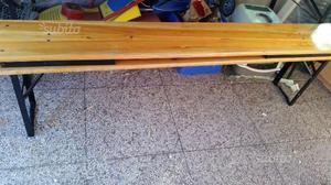 Tavolo con panche in legno
