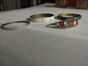 N.4 braccialetti