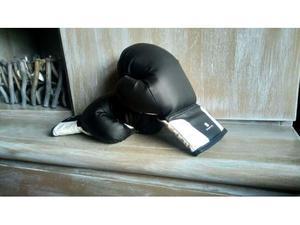 Sacco da boxe e guantoni da bambino