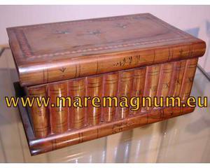 Antica scatola in legno d'ulivo, con due segreti