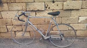 Bicicletta da corsa piú bicicletta da passeggio