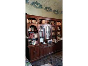 Studio in legno massello (libreria, scrivania, tre sedie)