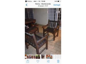 Tavolo con due sedie poltrone una panca e un tavolino