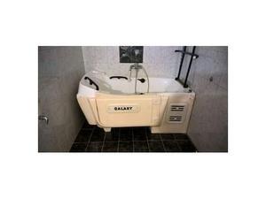 Vasca da bagno con porticina per problemi motori