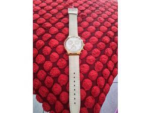 Collezionista Swatch vende crono bianco con cassa in oro