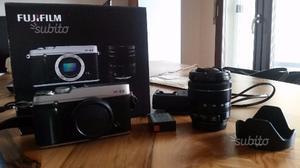 Fotocamera mirrorless Fuji X-E2 con obiettivo