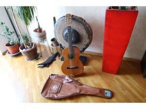 Chitarra classica con custodia in ottime condizioni