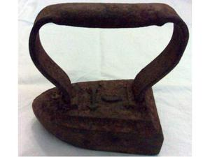 Antico e piccolo ferro da stiro seconda meta dell'800