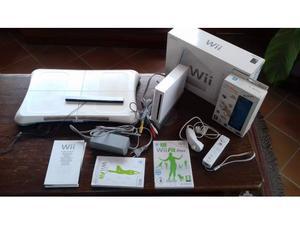 Wii console bianca, balance board e wii fit plus
