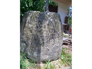 Antichissima vera da pozzo conica in trachite XIII secolo
