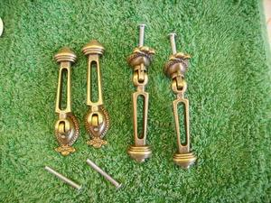 N° 4 vecchie maniglie in ottone lavorato pieghevoli per