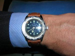 Orologio GMT meccanico carica manuale.