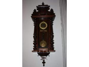 Antico orologio a pendolo da parete