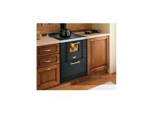 Cucina a legna dotata di vista sul focolare. Ventilazione