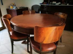 Tavolo in legno massello con sedie