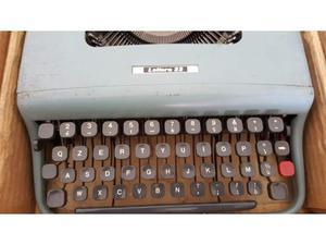 Macchina da scrivere olivetti lettera 32 -