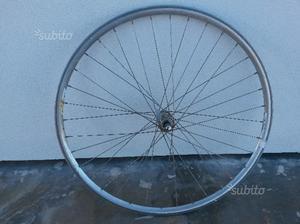Ruota anteriore bici da corsa campagnolo delta