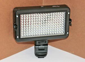 Illuminatore Viltrox a 160 LED per foto e video