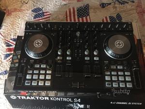 Traktor Kontrol S4 mk2