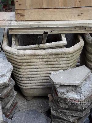 Vasi da giardino in cemento rigato (usati)