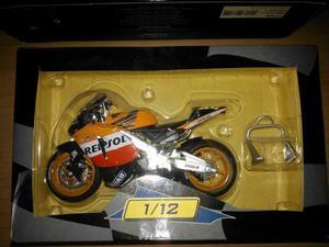 Honda RC211V Repsol Valentino Rossi  scala 1-12