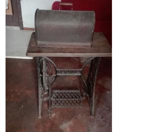 Macchina di cucire singer antica posot class for Macchina per cucire elettrica