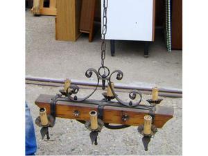 Lampadario rustico in ferro battuto