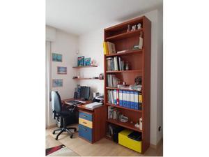 Scrivania libreria mensole sedia2 posot class for Libreria con mensole