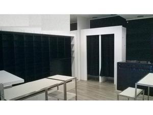 Arredamento negozio scaffallatura metallo e banchi posot for Arredamento per parrucchieri usato
