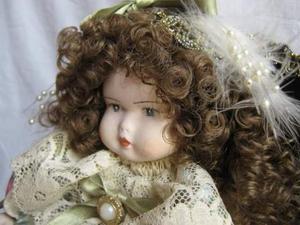 Splendida bambolina in porcellana