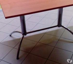 tavolini alti bar corredati di sgabelli posot class