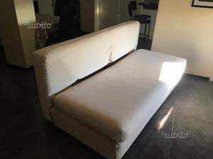 Divano letto con struttura in legno e cuscini posot class for Struttura letto divano