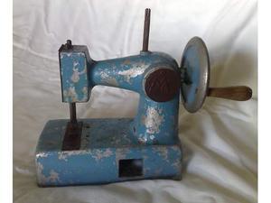 Macchina da cucire giocattolo vintage in metallo