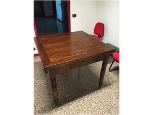 Bellissimo tavolo quadrato in noce dell'800 allungabile