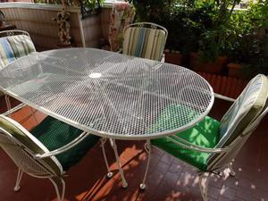 Tavolo con 4 sedie in ferro smaltato come nuovo