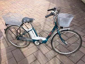 Bici a pedalata assistita da donna