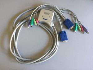 2 porte switch KVM VGA PS/2 con audio per 2 PC