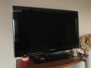 "TV Samsung LED 32"" e 2 TV/Monitor Samsung LED 22"""