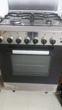 Cucina a 4 fuochi con forno ventilato