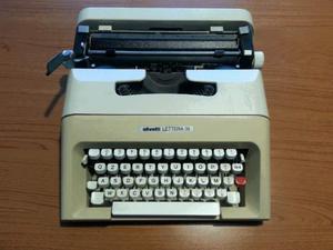 """Macchina da scrivere Olivetti """"lettera 35"""""""