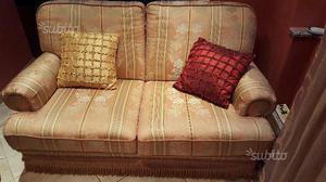 N.2 divani classici in discrete condizioni