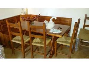 Tavolo con cassapanca interno di casa smepool