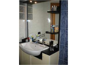 Mobile bagno e specchio con faretti e mensole posot class - Vendo mobile bagno ...