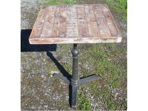 Tavolino in ghisa con piano in legno
